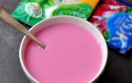 1. Этап. Добавьте в желе кефир и размешайте, попробуйте на вкус если нужно добавьте сахар.