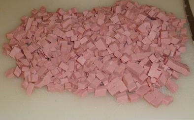 1. Этап. Колбасу нарезать кубиками.