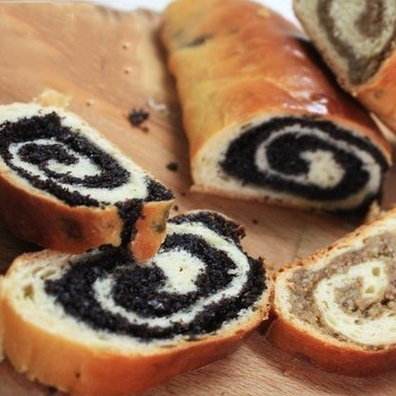 1. Stage. <strong>Chill</strong> and chop the <strong>curd roll with poppy seeds</strong> .