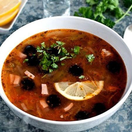 1. Этап. Подавать с ломтиком лимона, маслинами и рубленной зеленью.