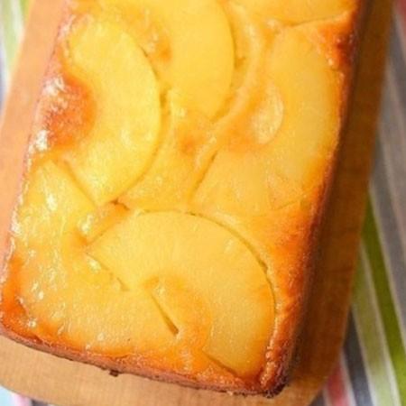 1. Этап. Затем вылейте тесто на ананасы, разровняйте и поставьте в разогретую духовку до 180 градусов на 20 минут. Готовность проверьте зубочисткой. Дайте пирогу немного постоять, буквально несколько минут, затем переверните на блюдо и подавайте. Сильно долго не стоит ждать что бы карамель не застыла иначе пирог будет сложно или даже невозможно достать из формы.