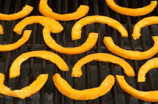 1. Stage. Fry the pumpkin on both sides on an open grill until golden brown.