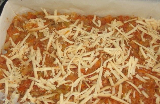 1. Stage. Transfer half the cabbage with the remaining vegetables to the tomatoes. Sprinkle grated cheese on top. Beat eggs, add sour cream, flour, salt and pepper to them. Pour the casserole with the prepared sauce.