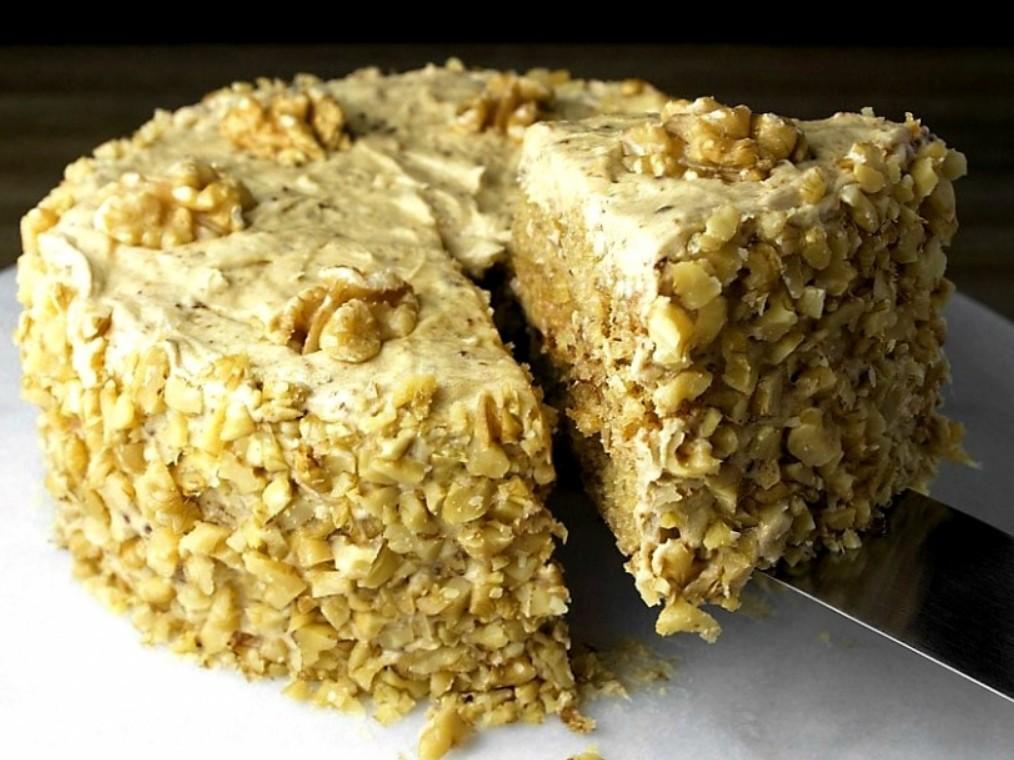 1. Этап. Торт украсьте рубленными орехами и оставьте пропитываться хотя бы на 2 часа.