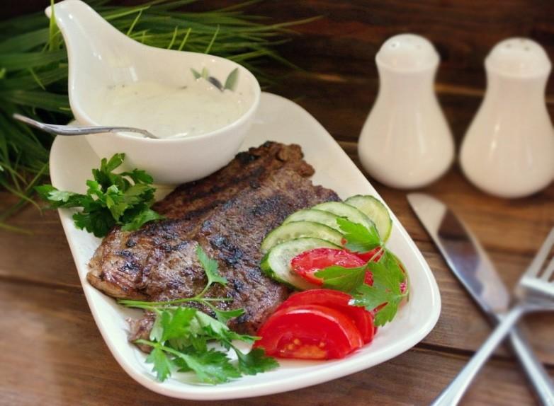 1. Этап. Подавайте мясо с вашим любимым соусом.