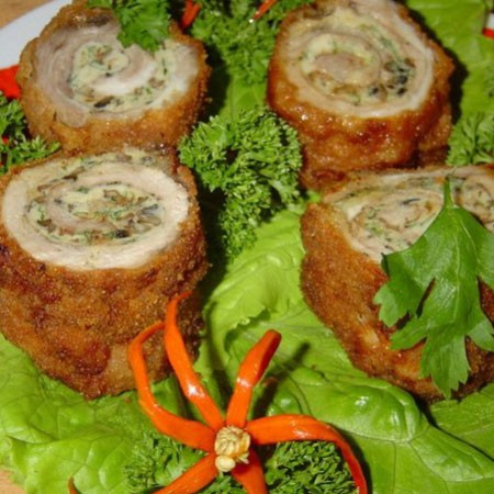1. Stage. Put the finished rolls on a baking sheet and put in the oven for 15 minutes at 200 degrees. From the finished rolls, remove the toothpicks and cut them into stumps. Serve warm or cold.