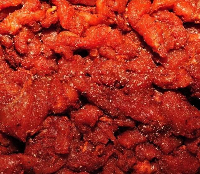 1. Этап. К мясу добавьте специи, коньяк и хорошо перемешайте чтобы покрылся каждый кусочек. Накройте пищевой пленкой и поставьте на 2 суток в холодильник.