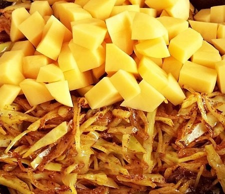 1. Stage. While preparing <strong>cabbage,</strong> peel the potatoes and cut into small cubes. Then toss to the cabbage and mix.