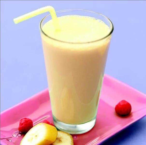 1. Етап. Збийте до однорідної маси, розлийте <strong>фруктовий коктейль</strong> по склянках, додайте лід і подавайте.