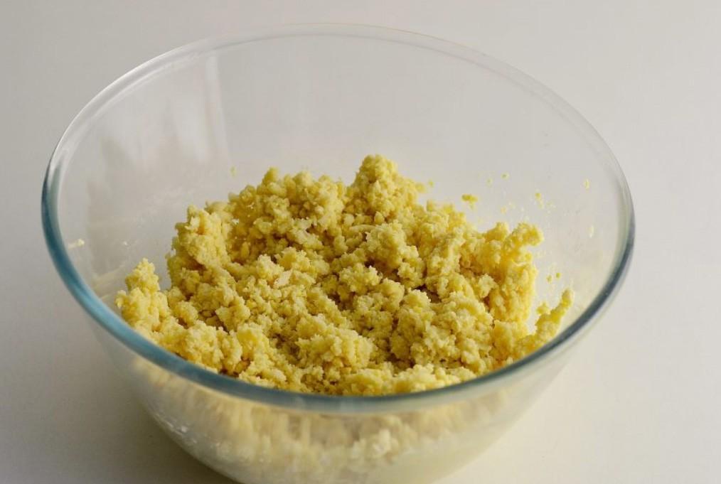 1. Этап. Рис предварительно отварите в подсоленной воде. Нут можете брать просто отварной. Нут вместе с луком и чесноком пропустите через мясорубку.