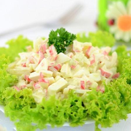 1. Этап. Подавайте в салатнику или выложив на листья салата.