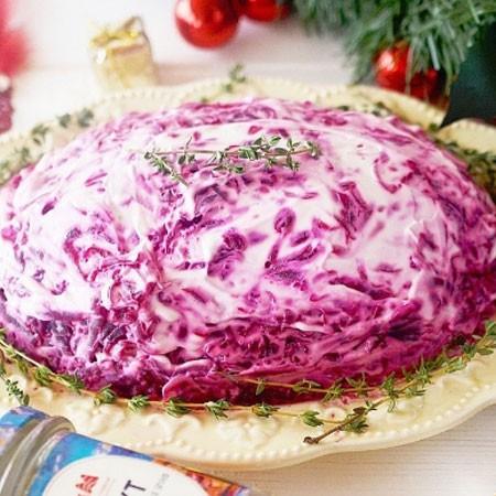 1. Этап. Последний слой тертая свекла, смажьте со всех сторон заправкой. Поставьте в холодильник на несколько часов чтобы салат пропитался и подавайте.