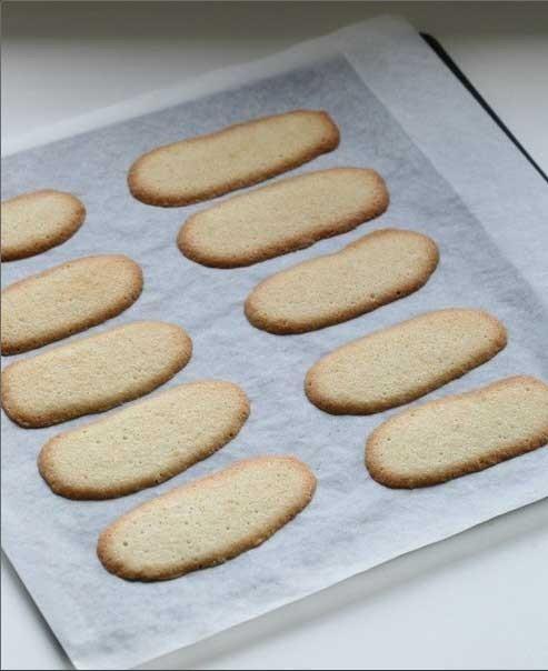 1. Этап. Поставить <strong>миланское печенье</strong> в духовку на 10 минут при 180 градусах. Достать из духовки и остудить.