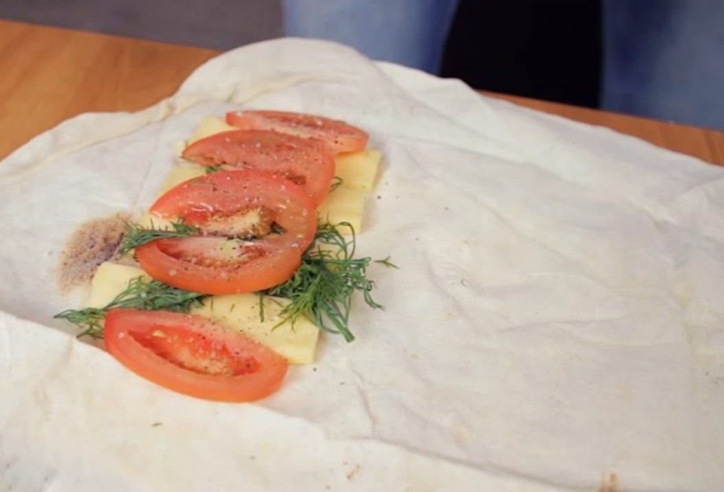 1. Stage. Cut the cheese into thin slices. Tomatoes in half rings. Divide pita bread into two parts and on each side put cheese, greens, tomatoes, salt and pepper to taste on one side.