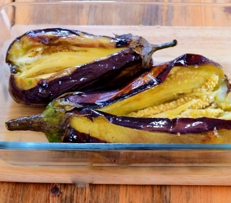 1. Stage. Place the eggplant in a slice up in the baking dish.