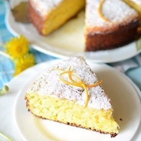 1. Этап. Выложите тесто в форму для запекания и поставьте в разогретую духовку на 20-25 при 180 градусах. Готовность пирога проверьте деревянной шпажкой. Готовый пирог посыпьте сахарной пудрой.