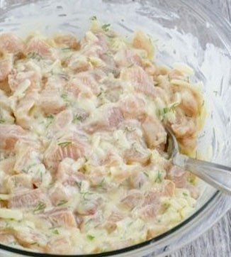 1. Этап. Затем добавьте мясо, снова перемешайте и поставьте в холодильник на 2 часа.