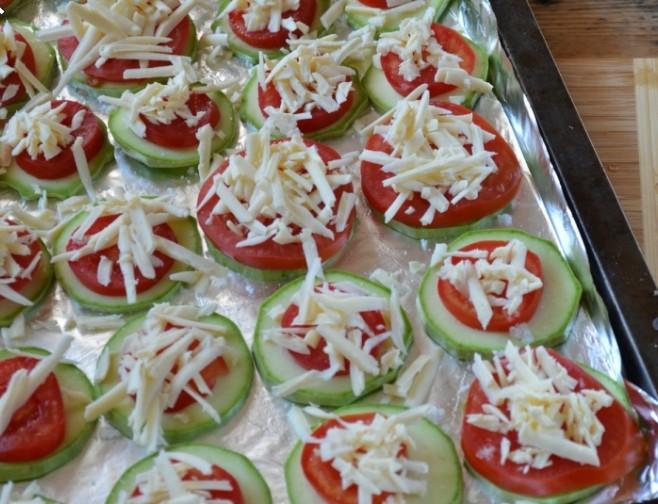 1. Этап. Посыпьте сыром и запекайте при 180 градусах 30 минут.