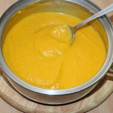 1. Этап. Добавьте в суп специи, соль и перец по вкусу, снимите с огня и перебейте блендером до однородности.