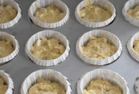 1. Этап. Готовое тесто выложит в формочки, заполните их на 2/3 и выпекайте при 180 градусах 30 минут.