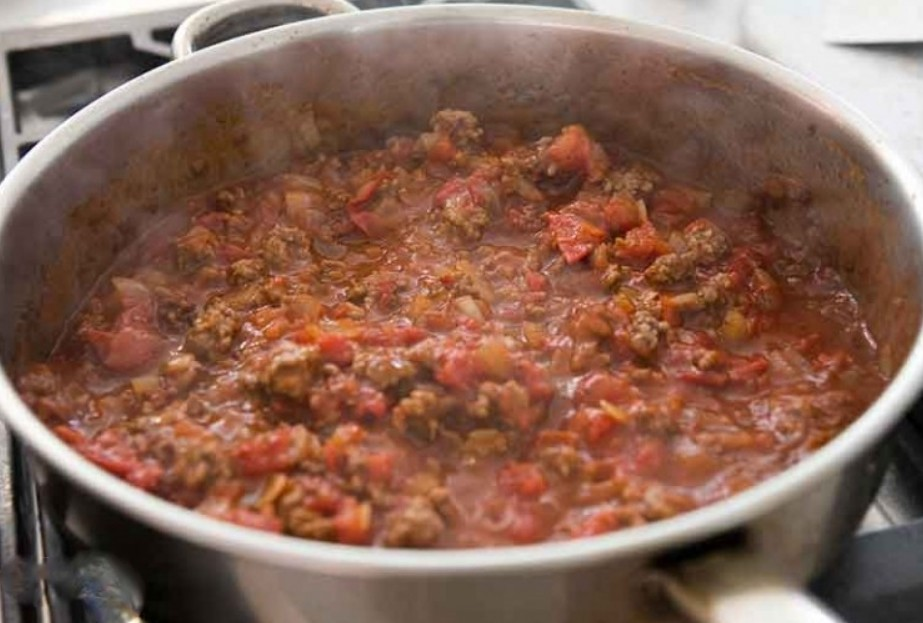 1. Stage. Add finely chopped tomatoes, salt, peppers, Worcestershire sauce and simmer for 5 minutes. You can use fresh or canned tomatoes.