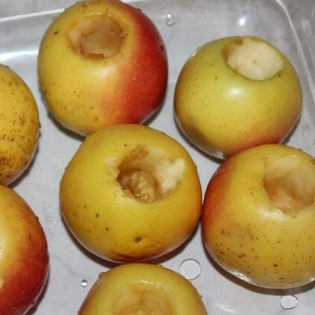 1. Stage. Rinse and core the apples with a knife and a teaspoon.