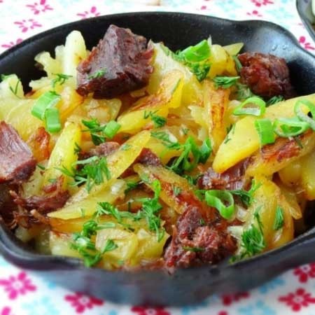 1. Stage. Add the fried stew and cook for another 5 minutes. Sprinkle with chopped herbs before serving.