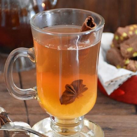 1. Этап. Дайте чаю заварится и можно подавать. Разлейте по чашкам и добавьте мед или сахар по вкусу.