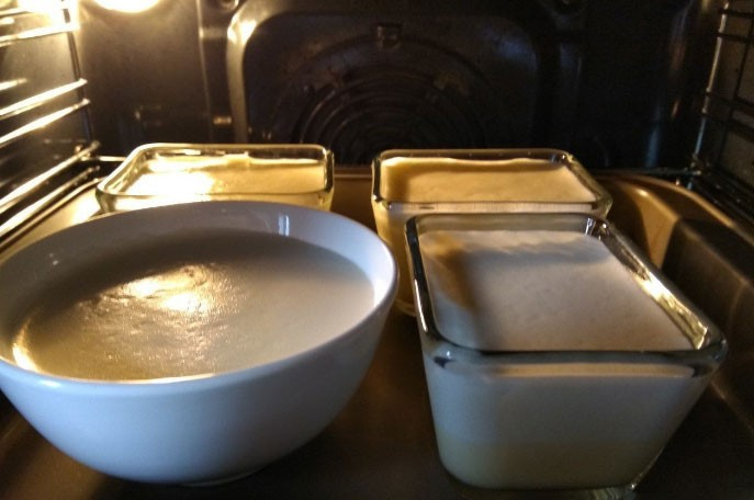 1. Stage. Pour the lemon cream into the baking dish and in which we will serve. Put in a preheated oven to 120 degrees for 50-55 minutes. When the cream is tightened with a crust, you can get it out of the oven.