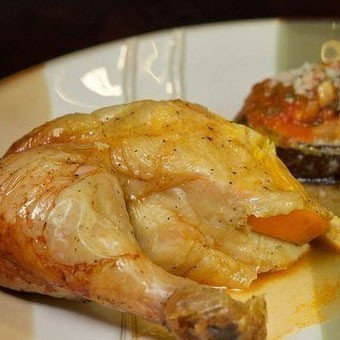 1. Stage. <strong>Baked chicken with orange</strong> is ready, cut into portions and serve.