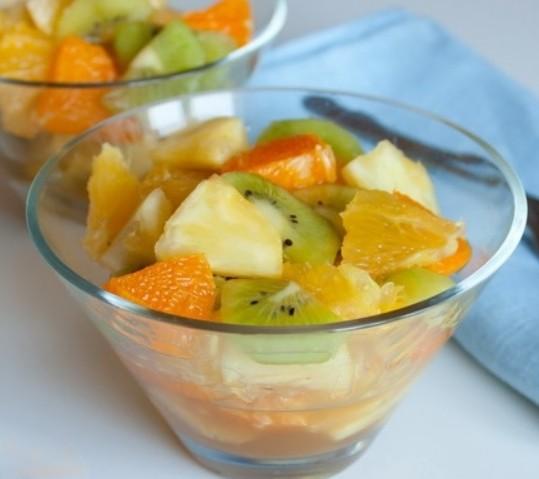 1. Этап. Все фрукты нарежьте на кусочки одинакового размера, добавьте мед по вкусу, перемешайте и подавайте. Приятного аппетита!!!