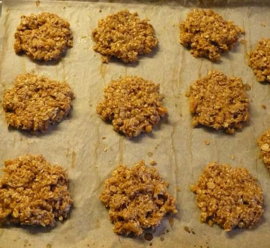 1. Stage. Then mix all the ingredients, grease the baking sheet with oil and carefully place the cookies on it with a spoon.
