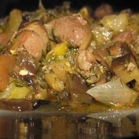 1. Этап. Если нужно во время тушения добавьте немного кипяченой воды что бы блюдо получилось с подливкой. В конце добавьте нарезанный укроп или другую зелень.
