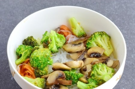 1. Stage. Fry chopped champignons and broccoli in vegetable oil. Cook for about 10 minutes, then add vegetables to fucose.