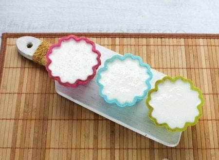 1. Этап. Сметанное желе разлейте поверх шоколадного и поставьте в холодильник до полного застывания.