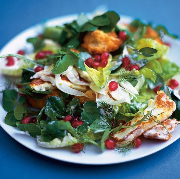 1. Stage. Tear lettuce leaves with your hands, cut cheese into slices and brown a little in the oven. Mix all the ingredients of the salad and season with yogurt, sprinkle with pomegranate.