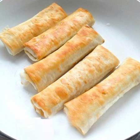 1. Stage. Fry the rolls in vegetable oil from all sides to a golden crust, it will take about 3 minutes on each side.