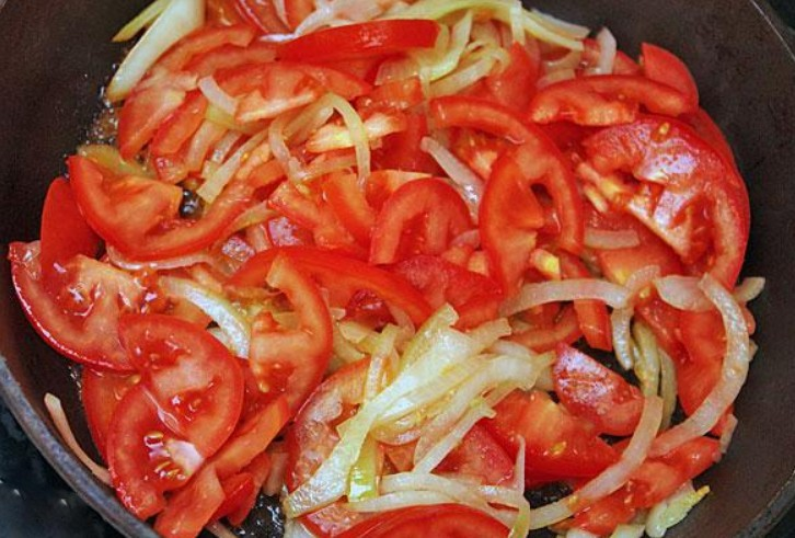 1. Stage. Cut all the vegetables into strips and fry in olive oil, add sweet pepper at the end. Simmer vegetables until soft, salt and pepper to taste.