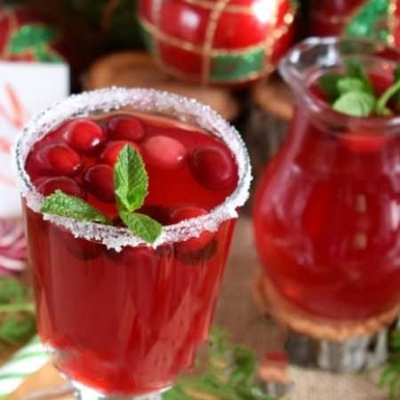 1. Stage. Strain and combine tea and cranberry broth. Stir, pour into glasses and serve.
