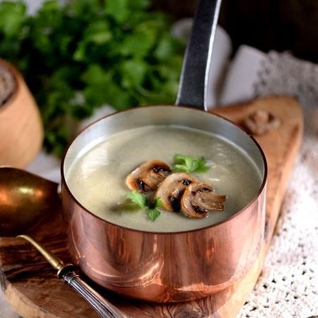 1. Этап. Суп перебейте блендером в пюре и подавайте украсив обжаренными шампиньонами.