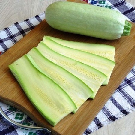 1. Stage. Wash the zucchini, wipe and cut into slices, a little grease with olive oil, salt. Put on a baking sheet covered with parchment, bake at 180 degrees for 8-10 minutes, then the zucchini will become soft and they will be easy to fold.