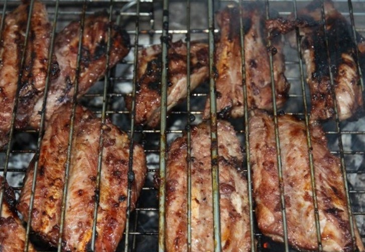 1. Stage. Prepare the ribs on the open barbecue until ready.