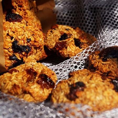 1. Этап. Печенье охладите на решетке и можно подавать.