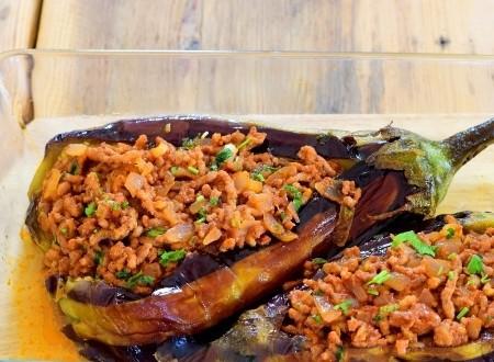 1. Stage. Fill eggplant stuffed.
