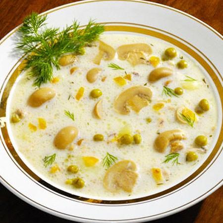 1. Этап. Варим суп пока не расплавиться сыр. При подачи украсить зеленью.