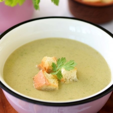 1. Stage. Puree soup is ready, serve with croutons or crackers garnishing with a sprig of greens.