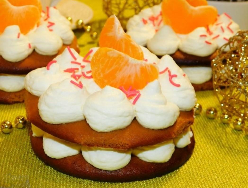 1. Этап. Готовые пирожные украсьте по вашему вкусу и можно подавать.