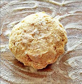 1. Stage. Make a notch in the center of the flour mixture. Add milk and cheese, mix until smooth. Knead the dough.