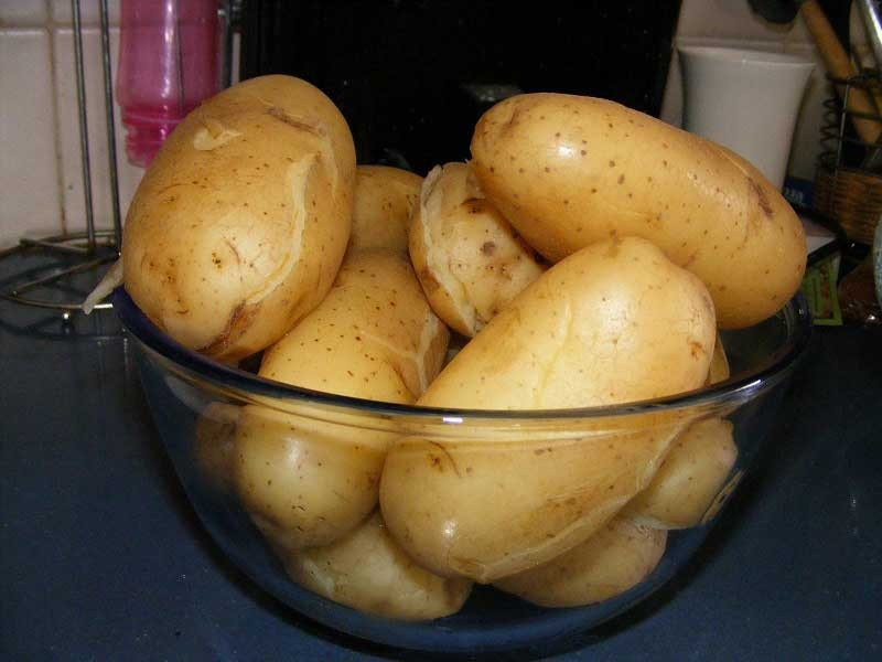 1. Stage. I wash the potatoes well and boil them in their uniforms, cool and clean them.