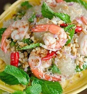1. Этап. Сверху порционно присыпьте салат обжаренный арахис. <strong>Тайский салат</strong> готов.